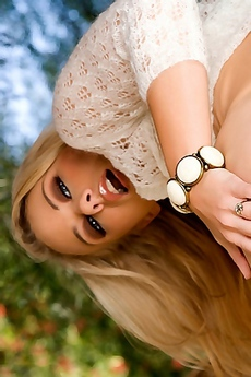 Melanie Jayne Hot Blonde Babe Gets Naked