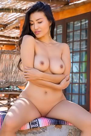 Vivian Kindle  nackt