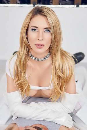 Ashley Cheadle  nackt